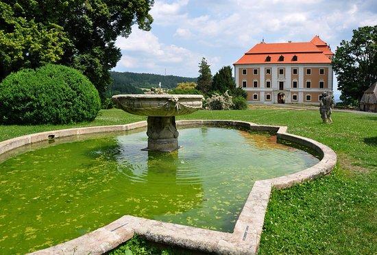 Карловарский край, Чехия: Zámek Valeč