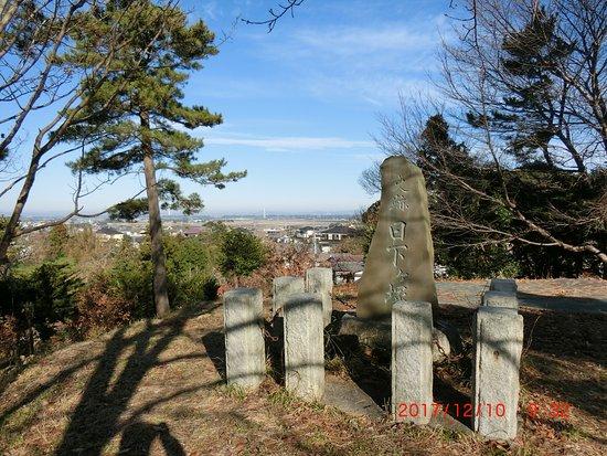 Oarai-machi, Japón: 古墳の最上部にある石碑