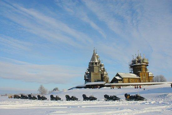 Petrozavodsk, Russia: Снегоходные туры на остров Кижи проводятся в феврале - марте каждого года