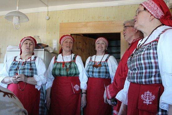 Stella Travel Company: Фольклорная традиция Сямозерья - одна из отличительных черт наших снегоходных туров