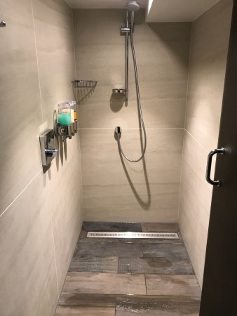 Day area, new showers - Picture of Champneys Henlow, Henlow ...