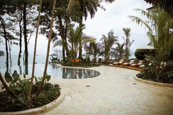Arenas del Mar Beachfront & Rainforest Resort: Mirador Infinity Pool