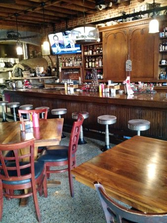 The Whistle Stop at The American Cafe': Nice bar
