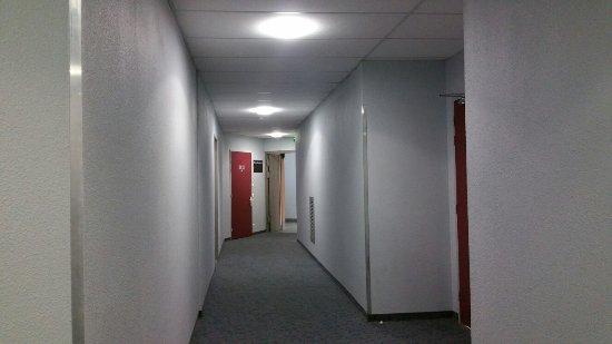 B&B Hotel Quimper Sud Bénodet : Couloir Rez de chaussée