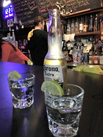Penryn, CA: Beer and tequila shots.. beware!