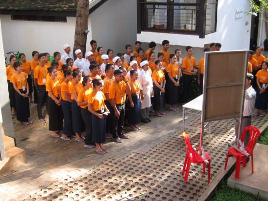 Sala Bai Hotel School: Some lessons are for all the students, as with this group.