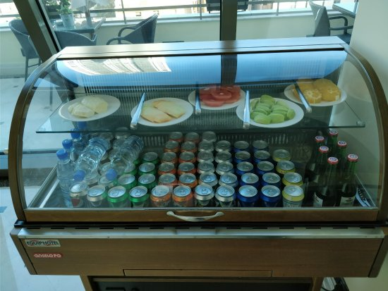 Radisson Blu Martinez Hotel, Beirut: Business lounge food options