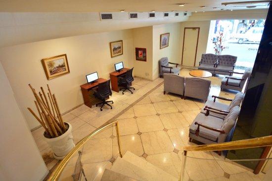 Oxford Hotel: Computadoras y parte del Hall