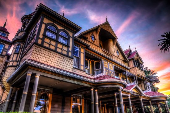 San José, CA: Sunset at The Winchester Mystery House