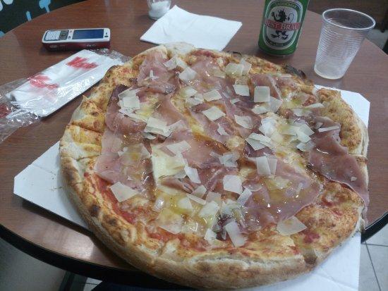 Pizzeria Orchidea: pizza doppia pasta con spek e grana a scaglie