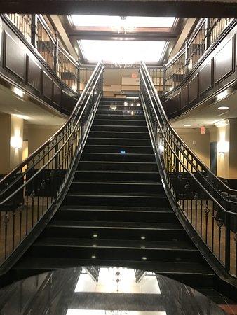 Drury Inn & Suites New Orleans: Stairway