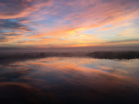 Blue Heron Beach Resort: Sunrise over Lake Bryan