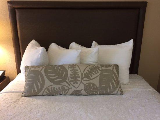 Best Western Plus Inn Scotts Valley: Queen room