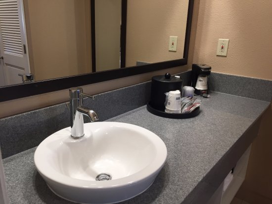 Best Western Plus Inn Scotts Valley: Vanity area for all standard King and Queen/Queen rooms