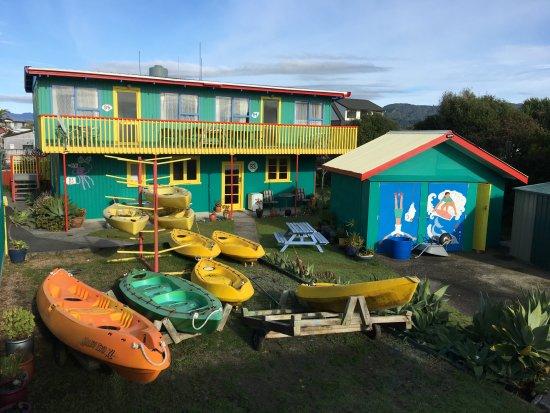 Foto de On the Beach Backpackers Lodge