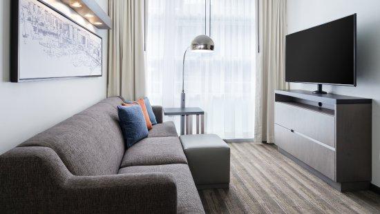 Hyatt House Washington DC/The Wharf: Living Room Seating