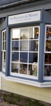 Williamsburg Winery: Front window