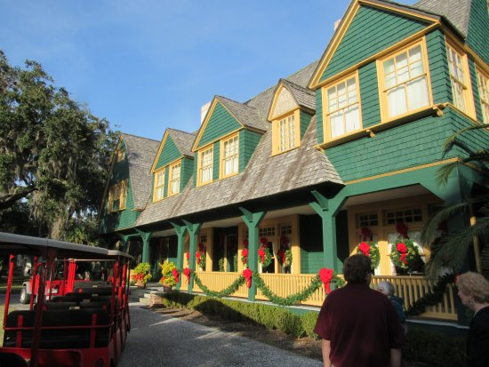 Jekyll Island Historic District: Decorated for the holidays