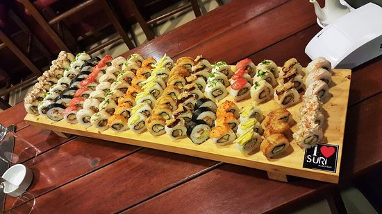 Suri Sushi Bar: pero que tal tablita de makis ñammm pruebenlo