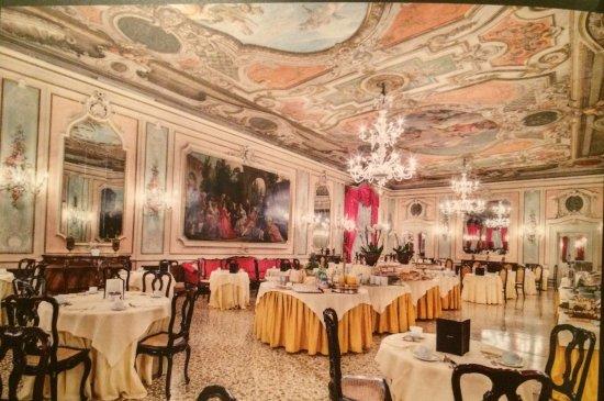 Baglioni Hotel Luna: Breakfast room.