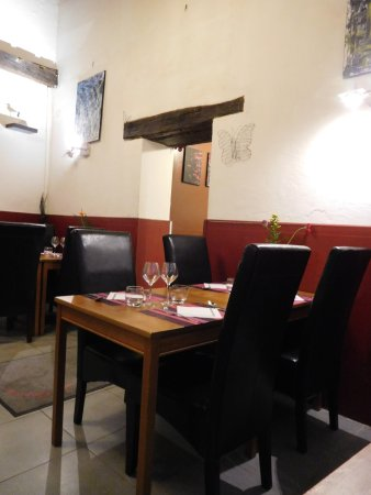 Le Papillon: seating in the restaurant