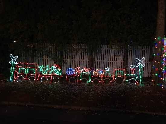 lake compounce lighted train display - Lighted Train Christmas Decoration