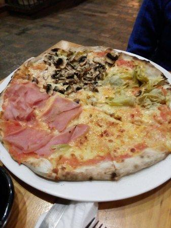 Pizzeria El Punto: Pizza Cuatro Estaciones.