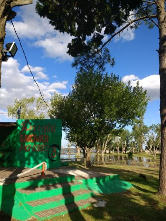 Ensenada, Аргентина: Uno de los sitios para almorzar a orillas del río