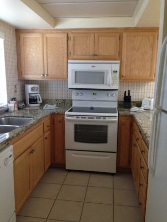 A pic of the kitchen when we arrived full of appliances, just bring ...