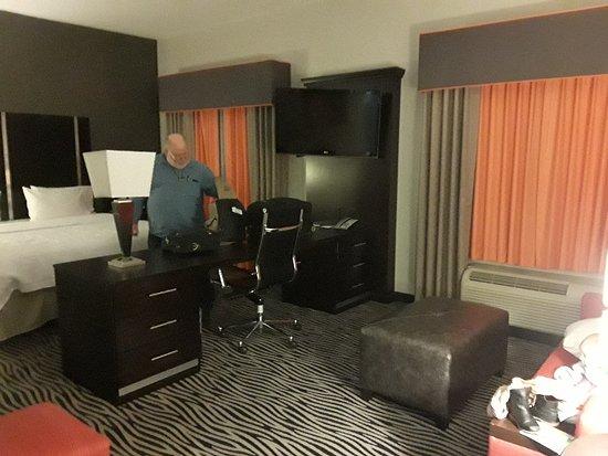 Hampton Inn & Suites Tulsa Central: 20171214_180341_large.jpg