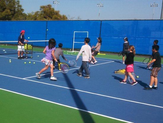 Mile Square Regional Park: Kids played tennis