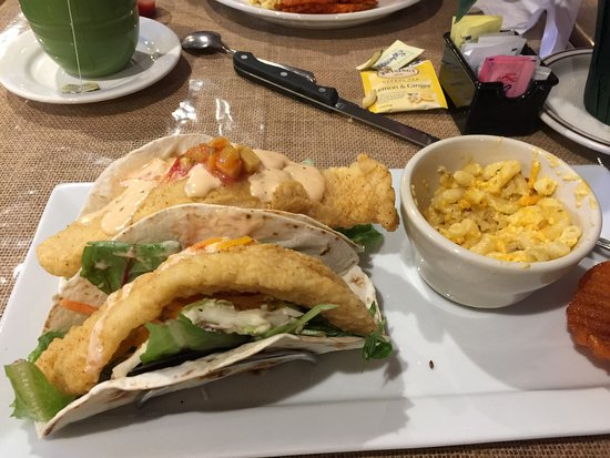 Shug's Southern Soul Cafe: Fish tacos and Mac n cheese.