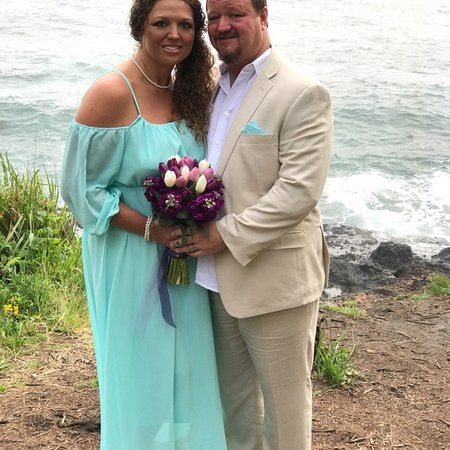 A beautiful wedding spot at Whales Rendezvous B&B in Depoe Bay!  This could not have been more p