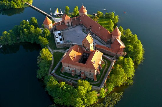 Hot Air Balloon Flight Over Trakai ...