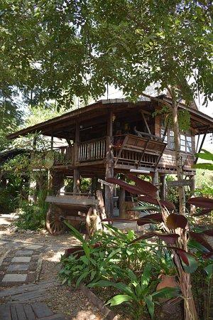 Kad Sala Lanna Cultural Homestay: H3 House outside
