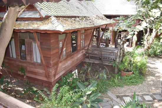 Kad Sala Lanna Cultural Homestay: H5 House outside