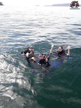 Go Aquatic: Lily (our PADI Divemaster) leading and guiding dive group at Sapi House Reef dive site
