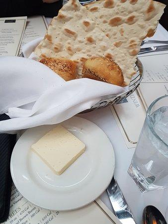 The Capital Grille: 脆餅跟麵包 還有大塊奶油