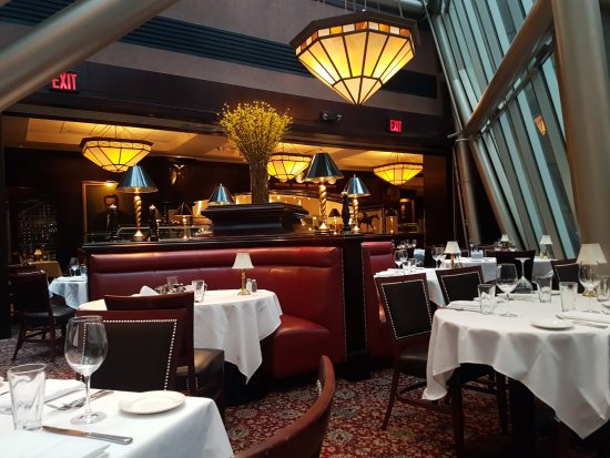 The Capital Grille: 餐廳內部