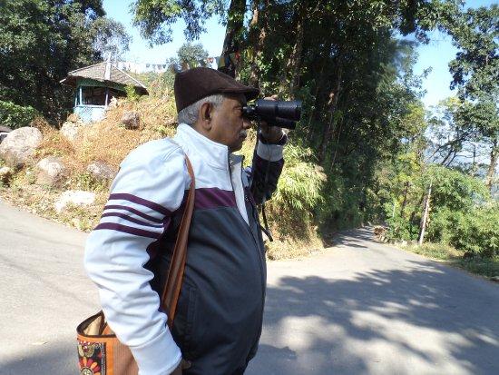 Resort Mayur: Looking at the Bhutan border from the view spot at Jhalong.