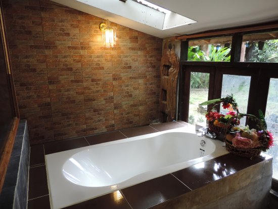 Kad Sala Lanna Cultural Homestay: A3 Bathtub