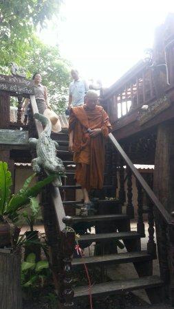 Kad Sala Lanna Cultural Homestay: Monk at Kad Sala