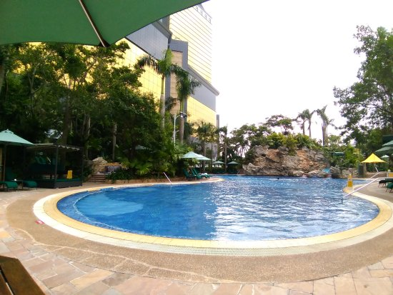 Grand Lapa Macau: Temperature controlled pool, good for swim in Winter :-)