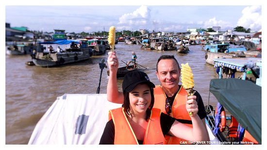 Can Tho River Tour: Cai Rang floating market at 8am. so stunning to be the the top of pineapple boat.
