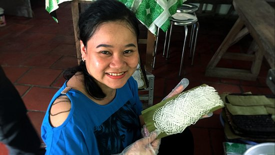Can Tho River Tour:  Fine rice vermicelli in Can Tho with great fun when we join hands with the family.