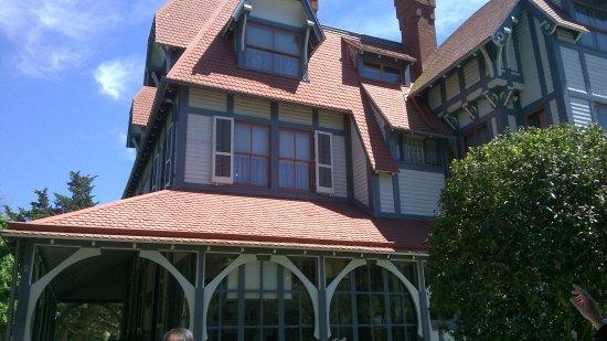Desk billede af emlen physick estate cape may tripadvisor for 90s house exterior