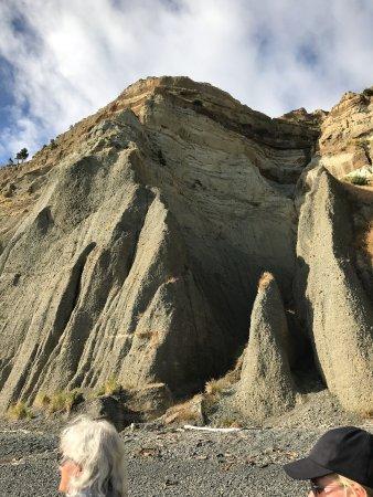 Gannet Beach Adventures: Sheer cliffs