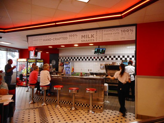 Steak 'n Shake: Where the chef area is and a quick drink or bite to eat