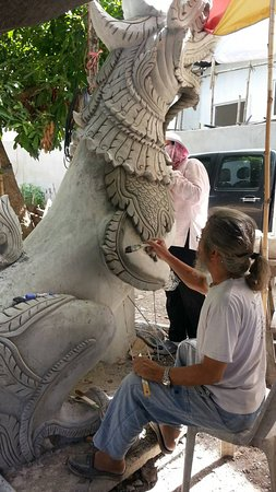 Kad Sala Lanna Cultural Homestay: Traditional Lana carving and scupture