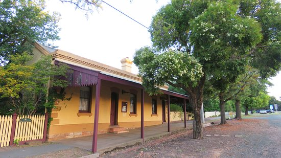 Rushworth, Australia: Old buildings in the main street up from the museum